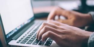 student-typing-laptop